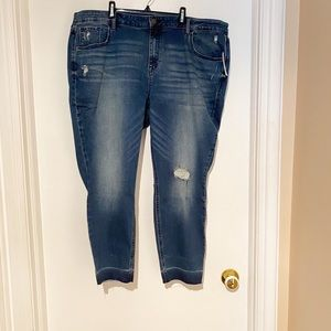20PlusNWT Old Navy Rockstar Skinny Ankle- Distress